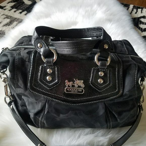 9ba2d93e553e Coach Handbags - Friday Sale 🏵 Coach Handbag